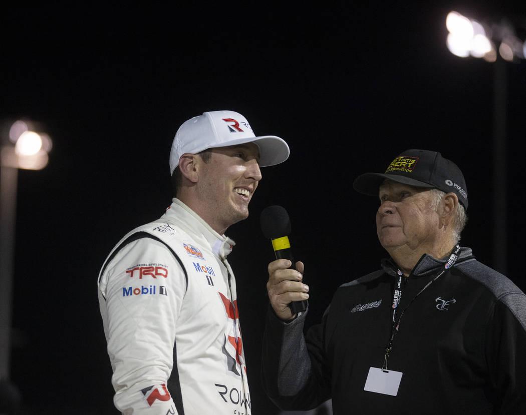 La estrella de la NASCAR, Kyle Busch, habla de su experiencia al ganar la carrera Star Nursery ...