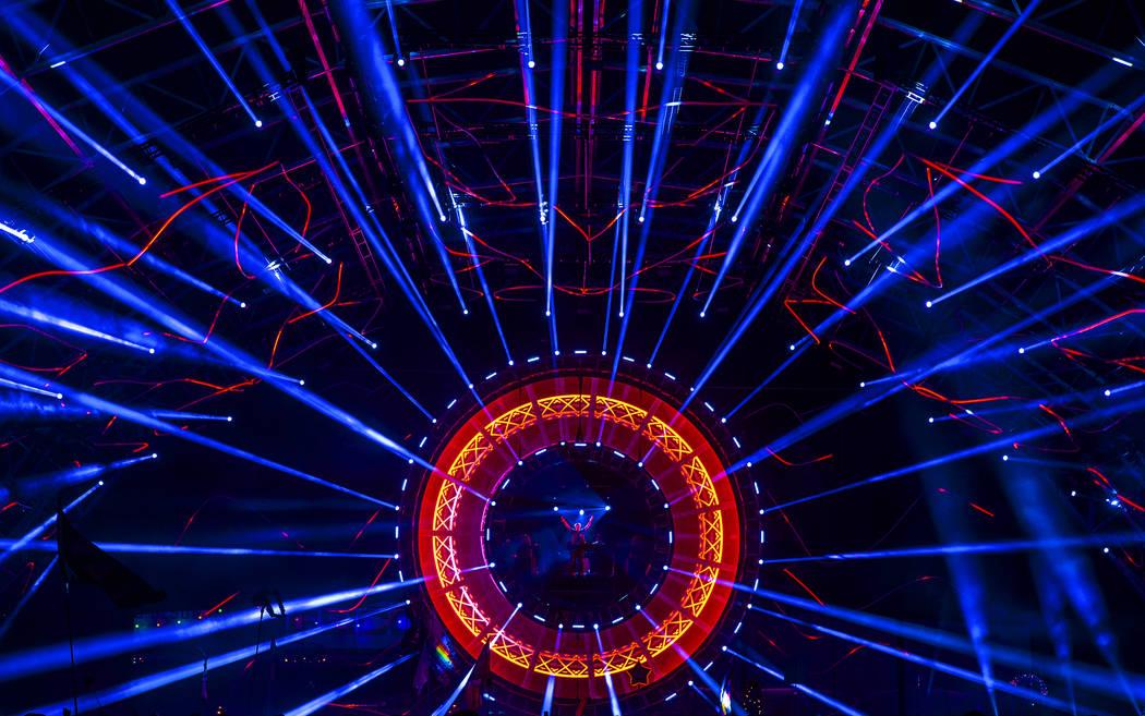 David Gravell toca en el escenario de Quantum Valley en el tercer día del Electric Daisy Carni ...