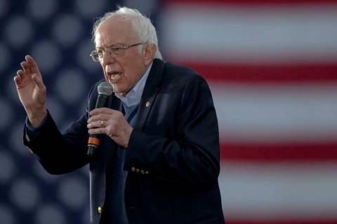 El senador Bernie Sanders, habla durante un evento de campaña el domingo, 23 de febrero de 202 ...