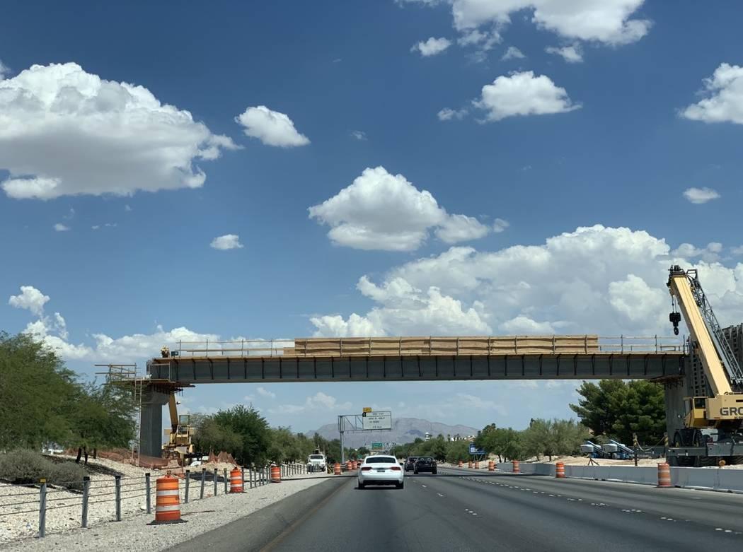 Un puente peatonal de nueve mdd que cruza el Summerlin Parkway unirá un gran segmento de la co ...