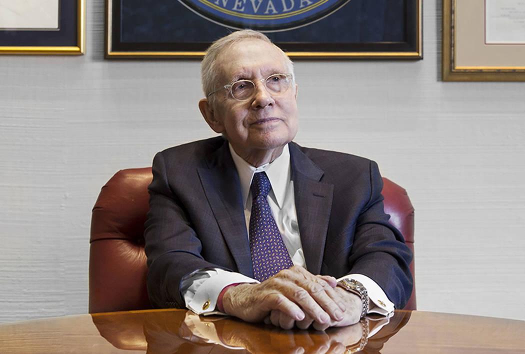 El ex senador Harry Reid, demócrata por Nevada, se sienta en su oficina en el Bellagio en febr ...