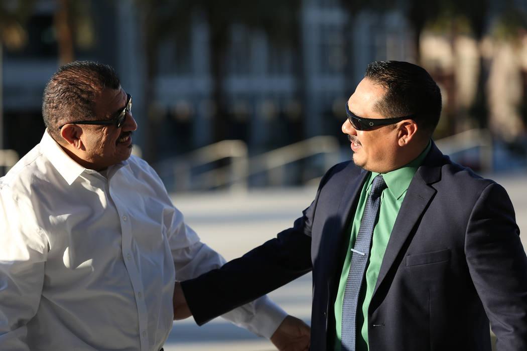 Pastor Palafox, a la izquierda, saluda a Albert López frente a la corte federal de Las Vegas d ...