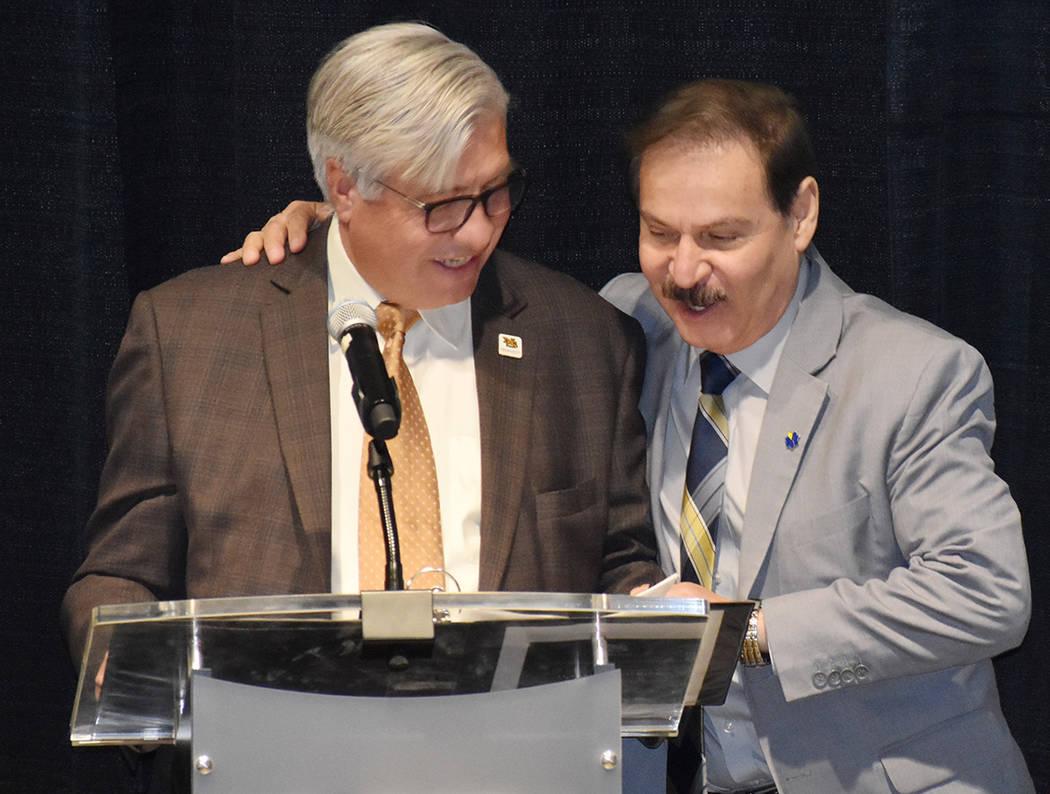 El Dr. Federico Zaragoza, presidente del CSN –derecha- y Bart Patterson, presidente del NSC t ...