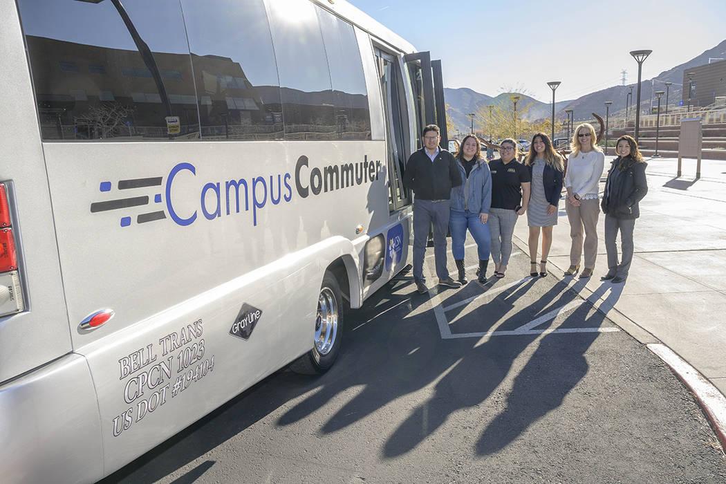 El Campus Commuter tiene rutas fijas que conectan cada uno de los cuatro campus universitarios ...