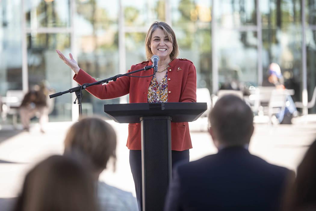 Presentes en la ceremonia, la congresista Susie Lee y –en la foto- la teniente gobernadora Ka ...
