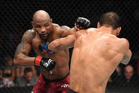 ARCHIVO.- Yoel Romero durante su pelea de peso mediano durante el evento UFC 241, en el Honda C ...