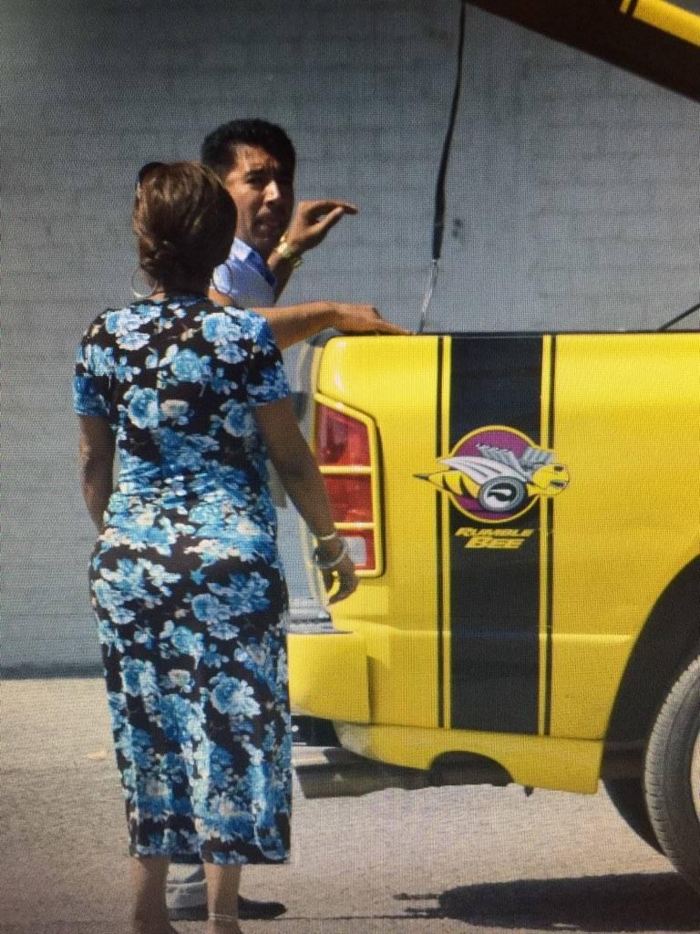 En una foto sin fecha, Adolfo Orozco aparece en el estacionamiento de los apartamentos del Mote ...