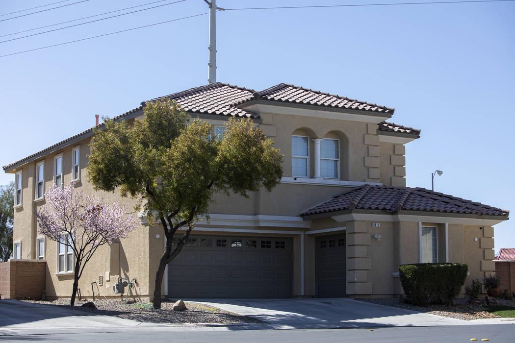 El propietario local Adolfo Orozco compró esta casa de North Las Vegas en 2007. Los registros ...