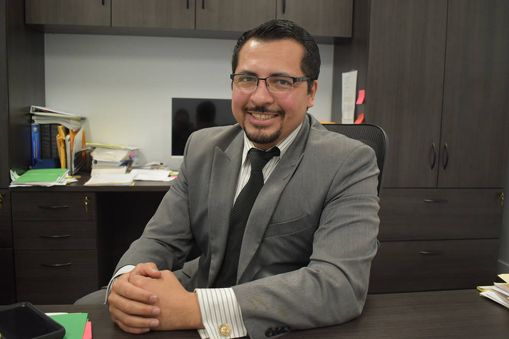 El abogado Edgar Flores pide que la comunidad participe en el Censo 2020, la información permi ...