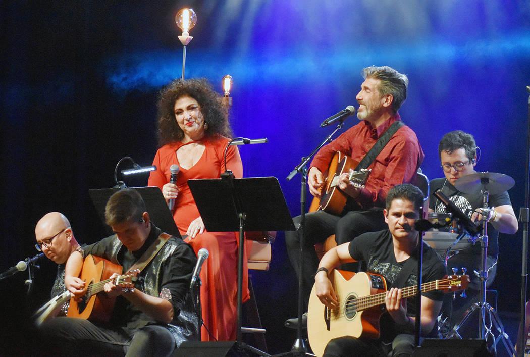 El dueto argentino Amanda y Diego Verdaguer se presentó con gran éxito en Las Vegas. Viernes ...