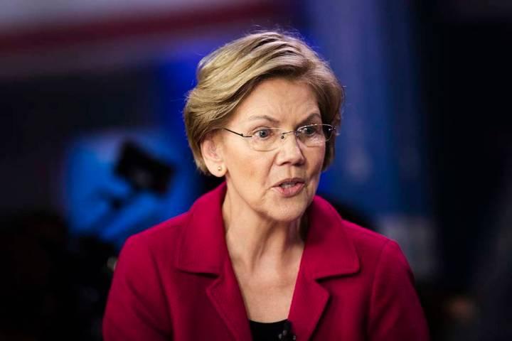 En esta foto de archivo del 25 de febrero de 2020, la ahora ex candidata presidencial demócrat ...