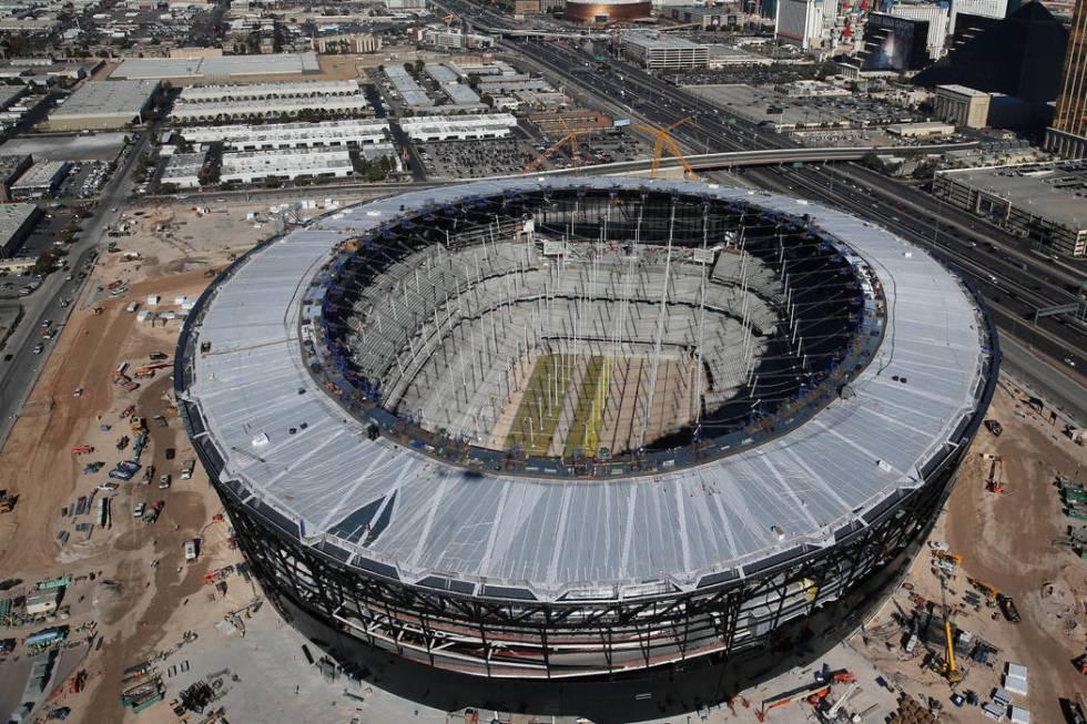 Foto aérea del Estadio Allegiant, futuro hogar de los Raiders de Las Vegas el jueves, 23 de en ...