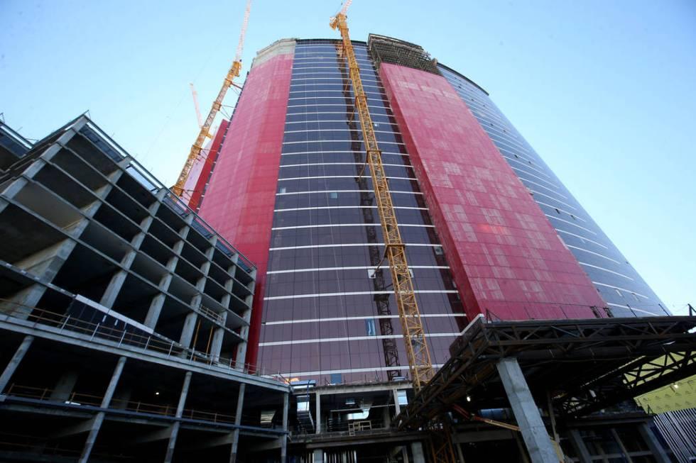 Continúa la construcción de la torre del Hilton West porte cochere en Resorts World Las Vegas ...
