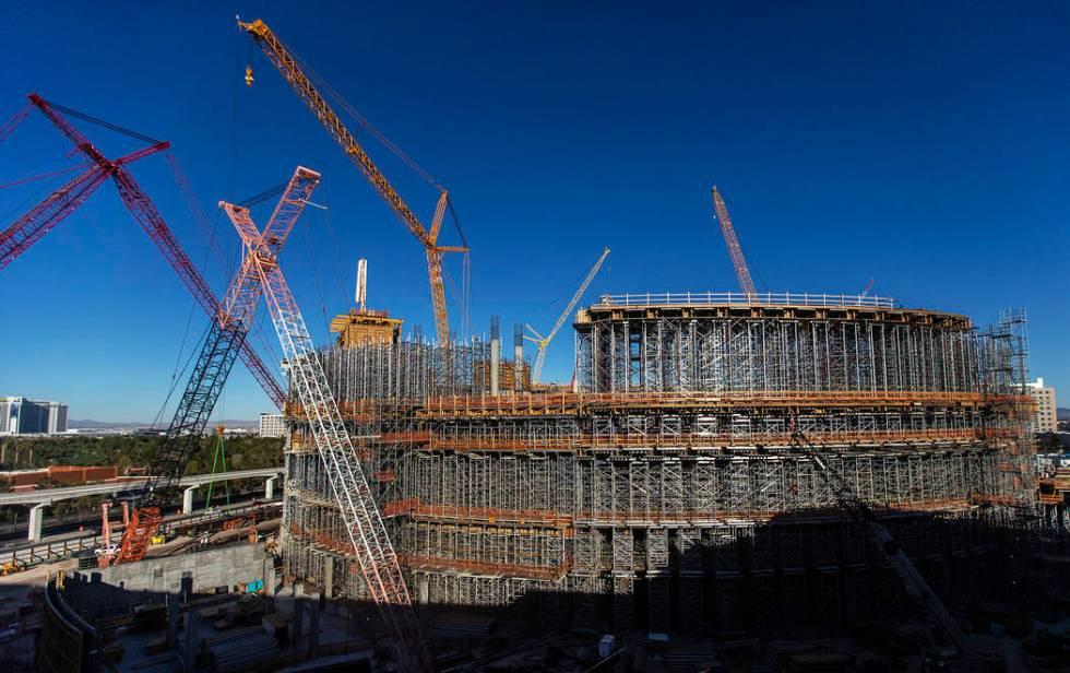 La construcción de la MSG Sphere de Las Vegas continúa el miércoles, 26 de febrero de 2020, ...