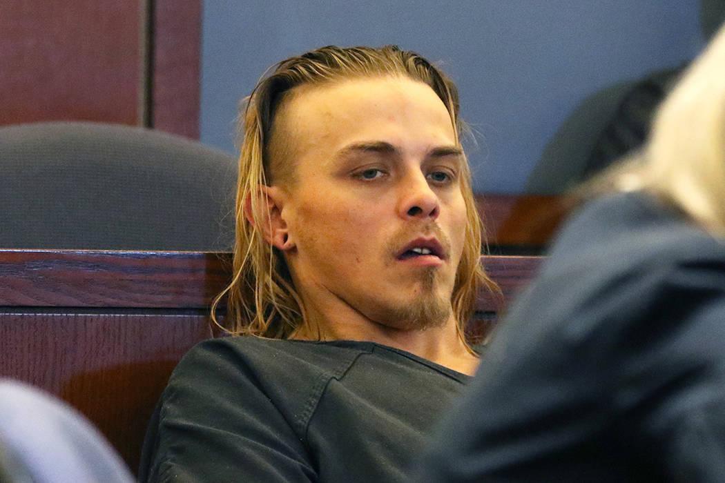 Corey Trumbull, de 31 años, buscado por el asesinato de un niño de 11 años en Texas, compare ...