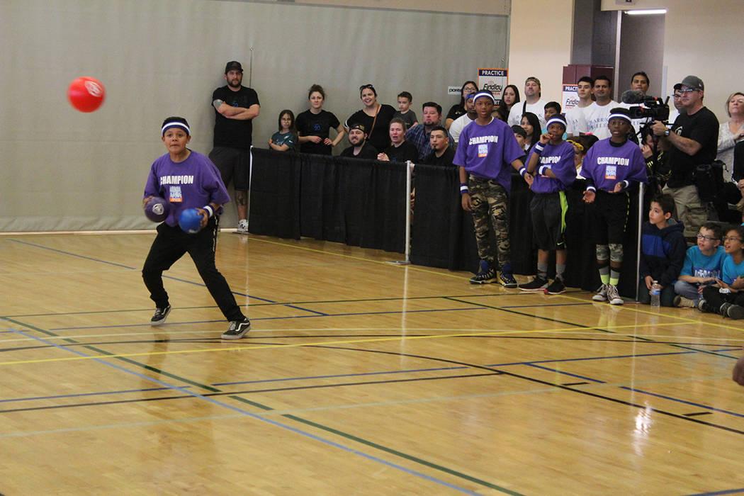 Manuel Ponce del equipo escuela West, ganaron el torneo de dodgeball o quemados. Sábado 7 de m ...