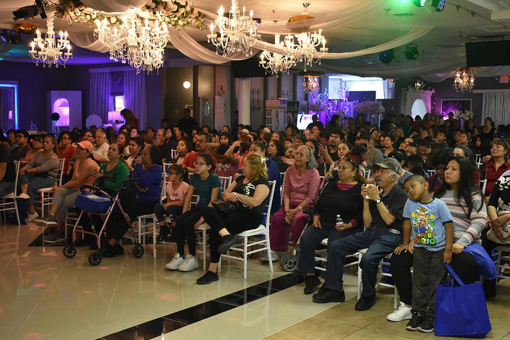 Decenas de personas acudieron a un evento por el Día Internacional de la Mujer, organizado por ...