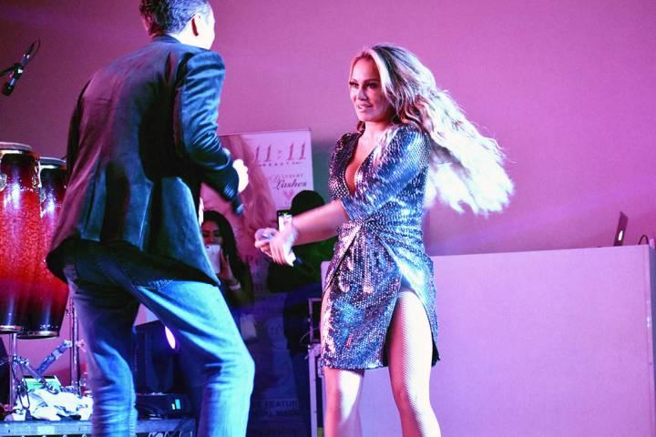"Connie Peña, la doble de JLo, inició en Las Vegas la gira nacional ""Revive el Amor"", junt ..."