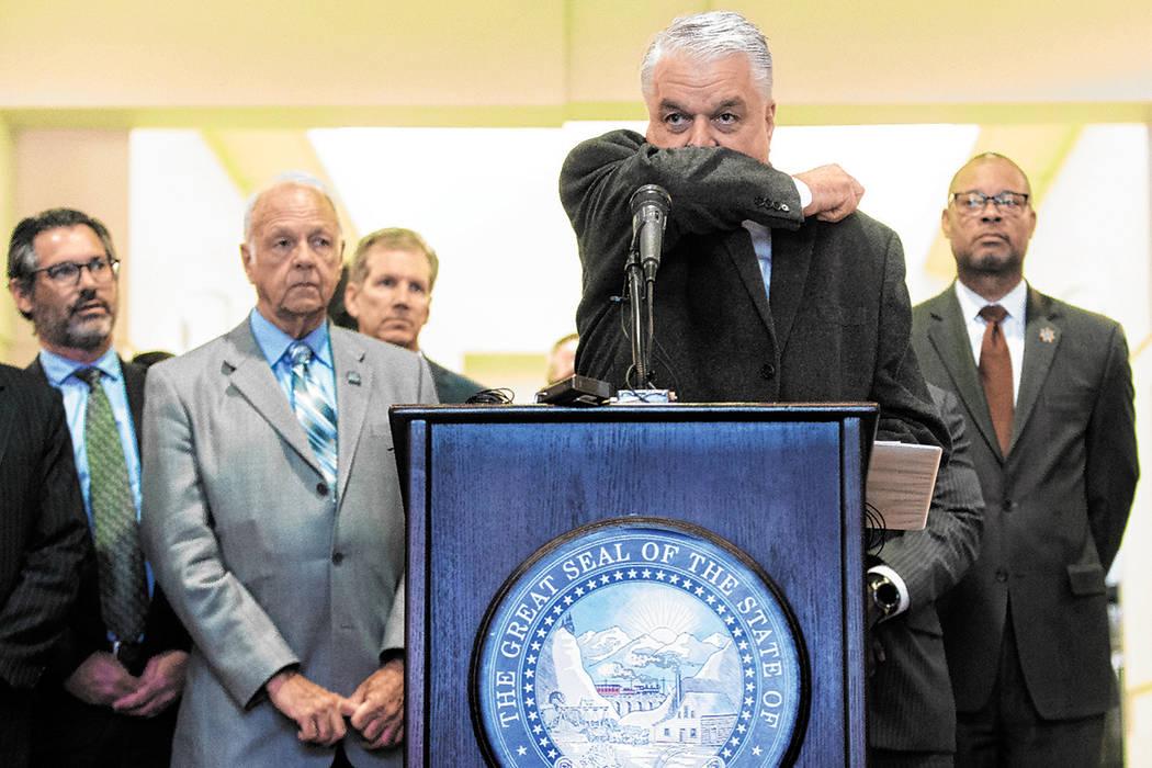 El gobernador Steve Sisolak demuestra la mejor manera de toser sin propagar la enfermedad duran ...
