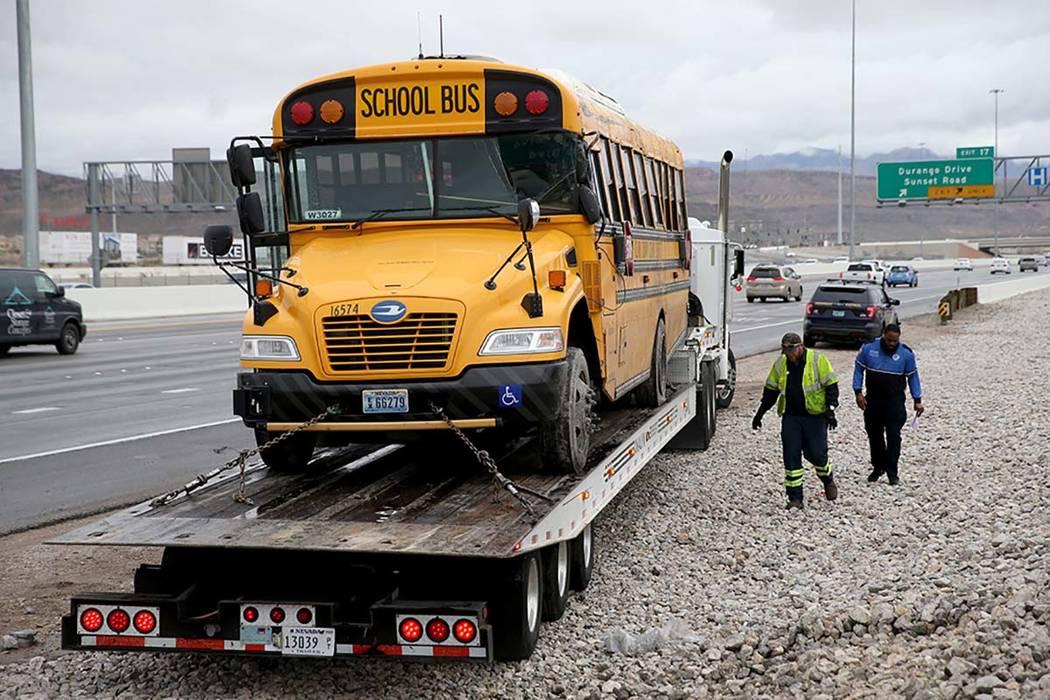 La policía del Distrito Escolar del Condado Clark, la Patrulla de Caminos de Nevada y los oper ...