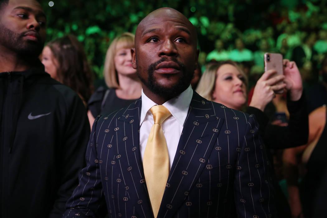Floyd Mayweather asiste a la pelea entre Deontay Wilder y Luis Ortiz por el título de peso pes ...