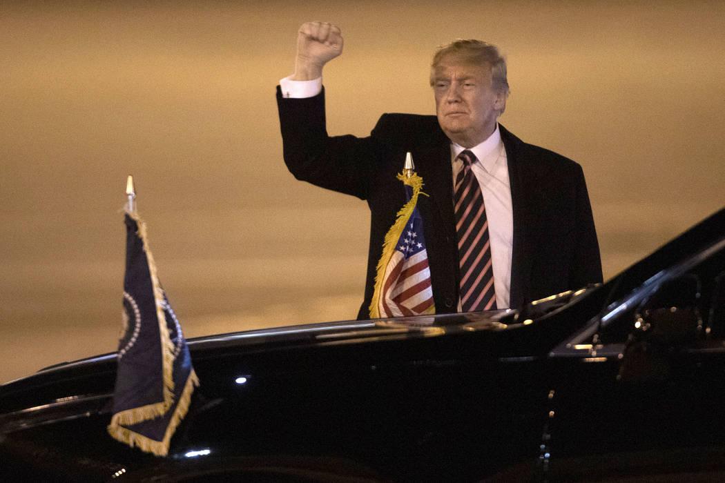 El Presidente Donald Trump llega al Aeropuerto Internacional McCarran el martes, 18 de febrero ...