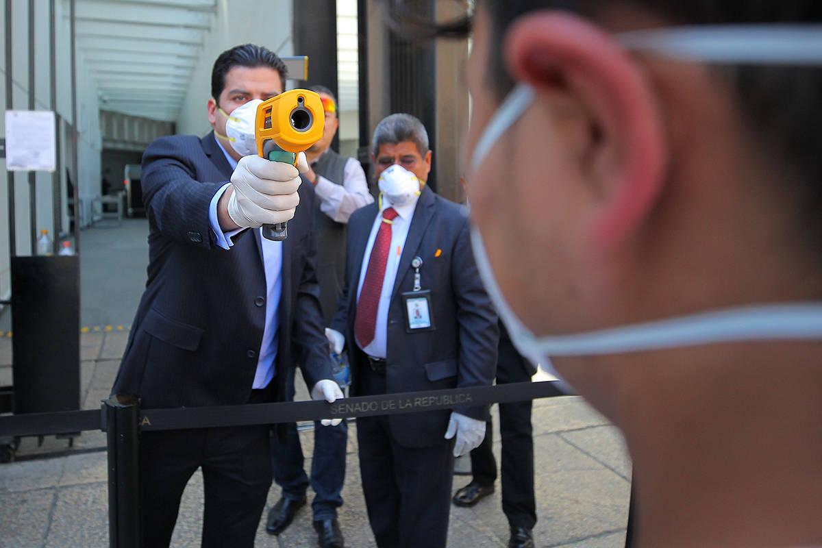 Ciudad de México, 17 Mar 2020 (Notimex-Isaías Hernández).- Personal de seguridad del Senado ...