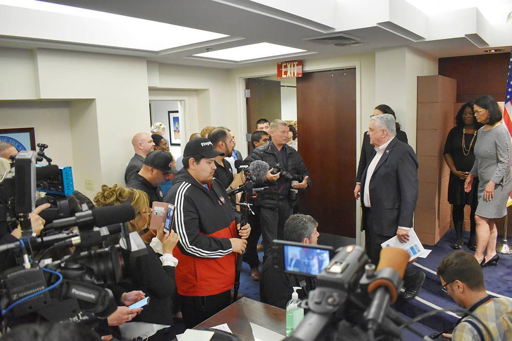 El enlace entre el público y las autoridades son los medios, quienes tienen la consigna de tra ...