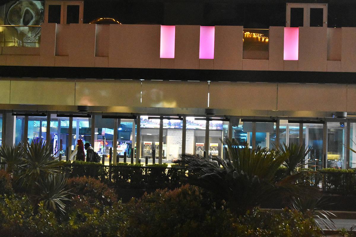 Las luces de la ciudad se apagaron por un mes. Martes 17 de marzo de 2020, en el Strip de Las V ...