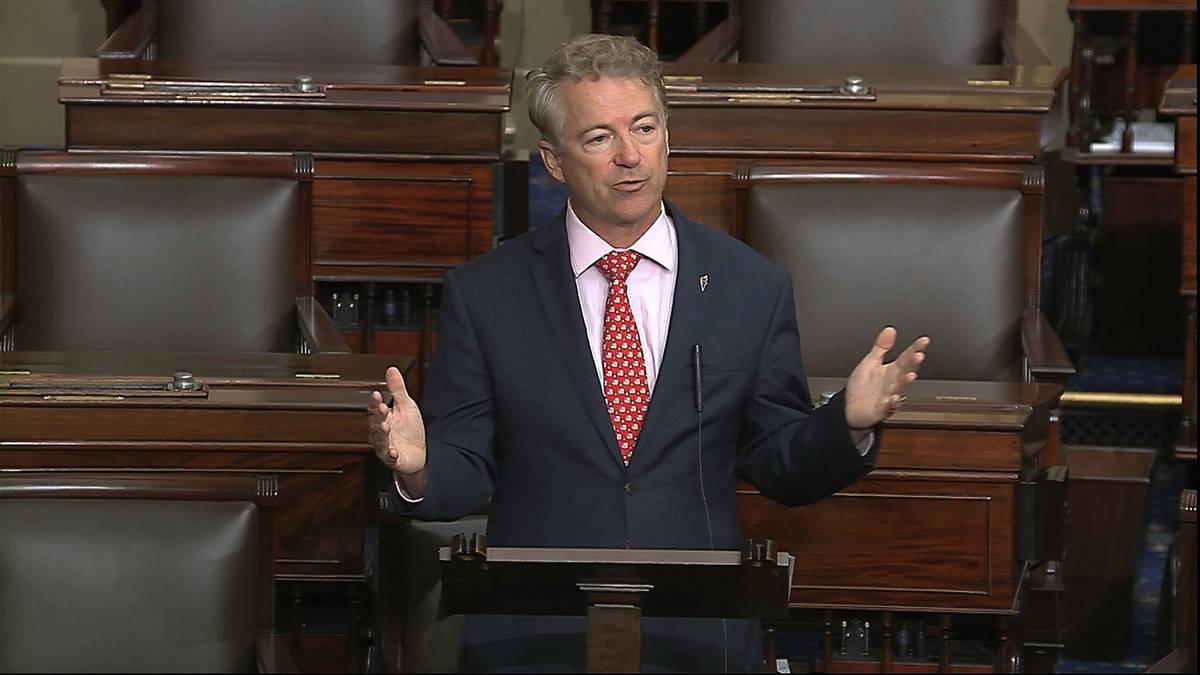 En esta imagen de video, el senador Rand Paul, republicano por Kentucky, habla en el piso del S ...