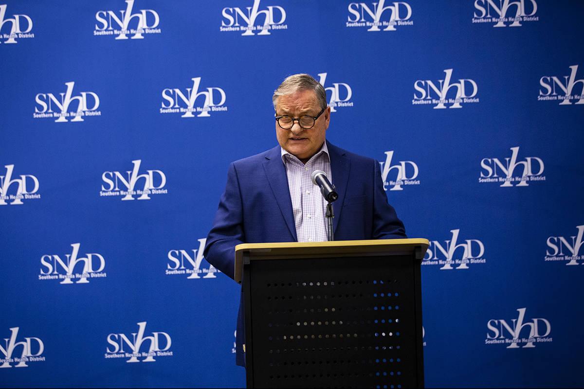 El director de salud comunitaria del Distrito de Salud del Sur de Nevada, el doctor Michael Joh ...