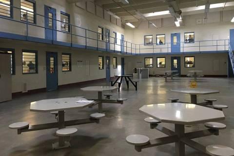 Se muestra un área recreativa para las reclusas del Centro Correccional de Mujeres de Florence ...