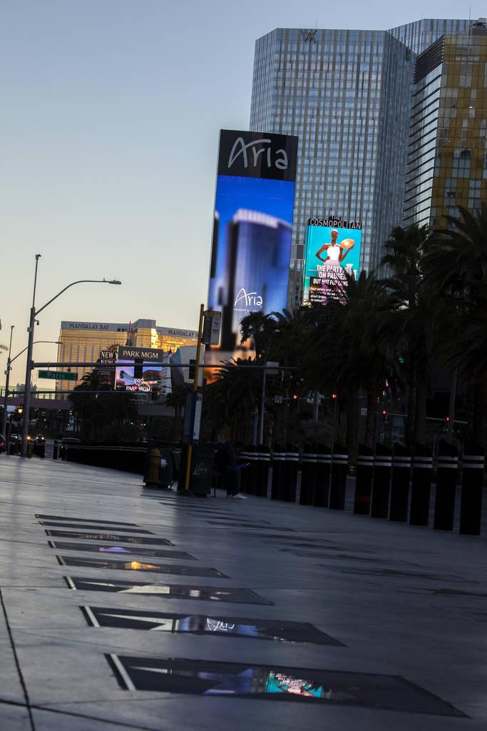 La marquesina de Aria se refleja en el Paseo de las Estrellas de Las Vegas el martes, 24 de mar ...