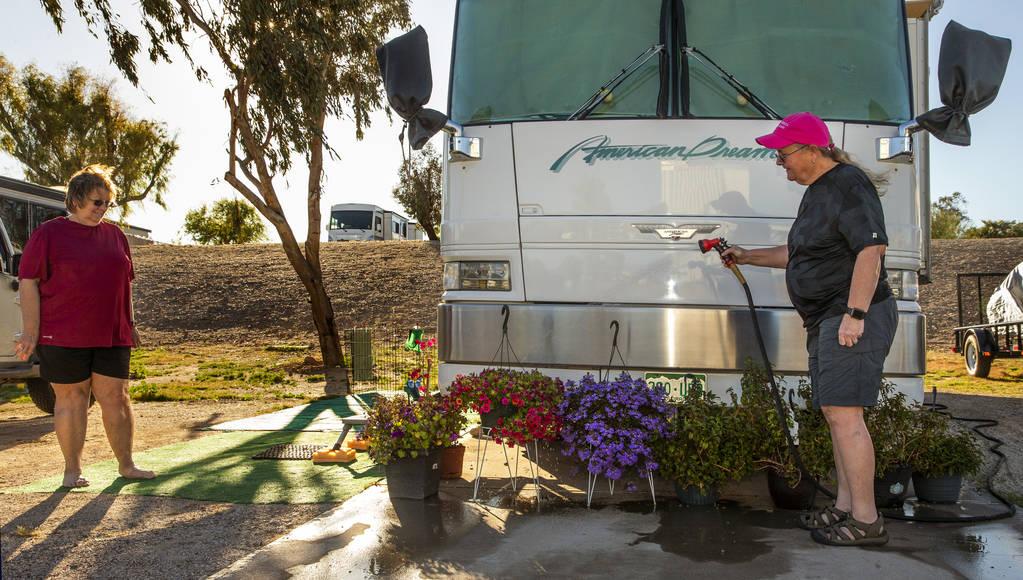 Carla Anderson, izquierda, y Suzanne Williams de Estes Park, Colorado, se alojan anualmente en ...