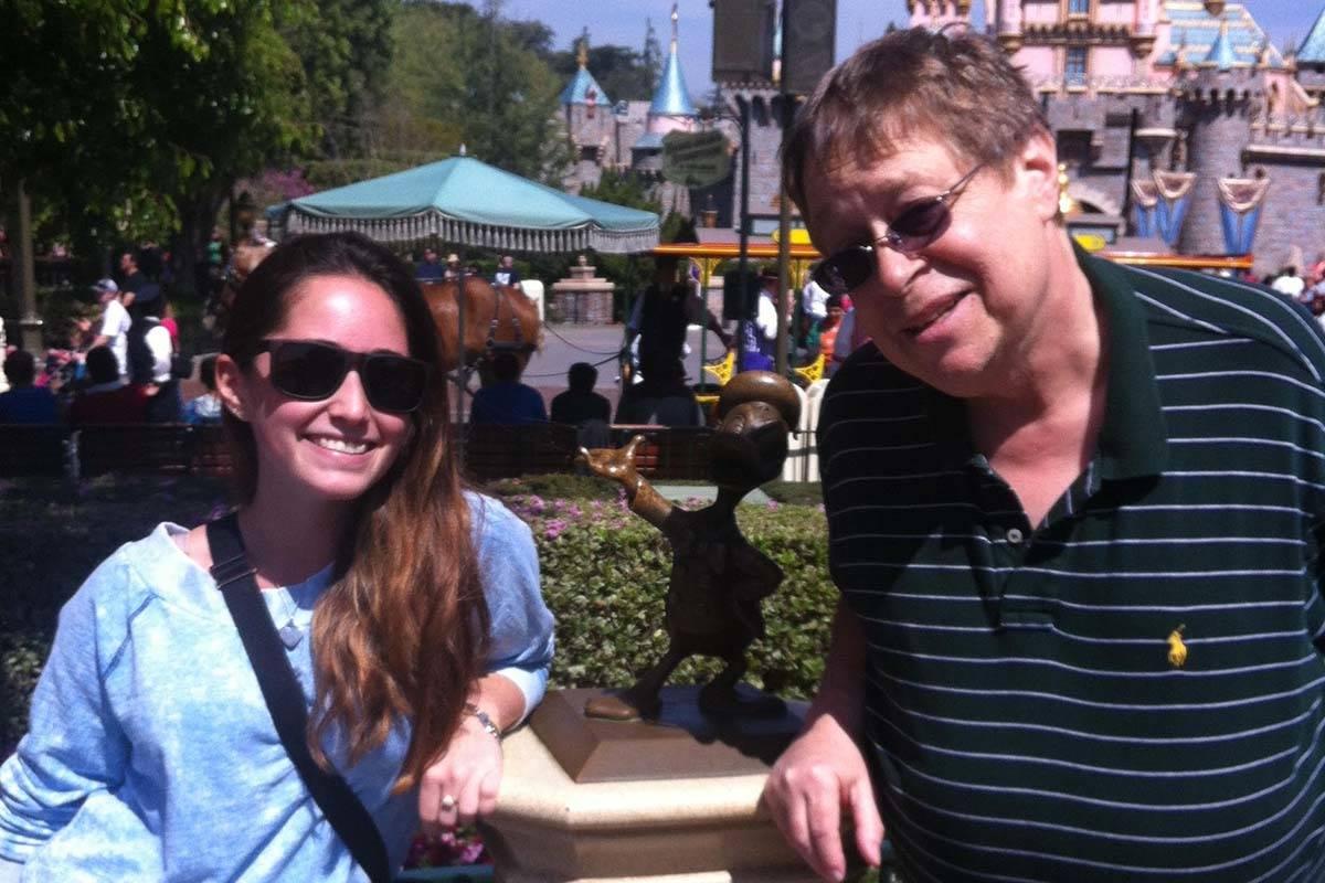 Daniel Scully con su sobrina Keri Greenspan en Disney World en 2013. (Cissy Greenspan)