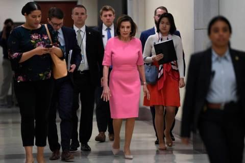 La presidenta de la Cámara de Representantes, Nancy Pelosi de California, se dirige a una conf ...
