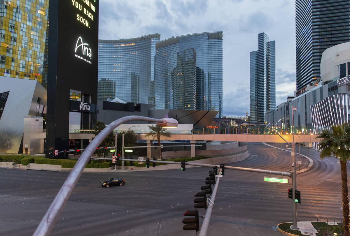 El Strip de Las Vegas quedó prácticamente vacío después de que el Gobernador Steve Sisolak ...