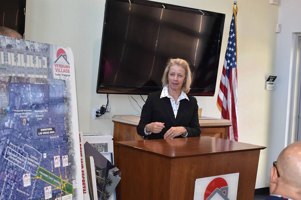 En esta foto de archivo, la secretaria de Estado, Bárbara Cegavske, estuvo acompañada de Gail ...