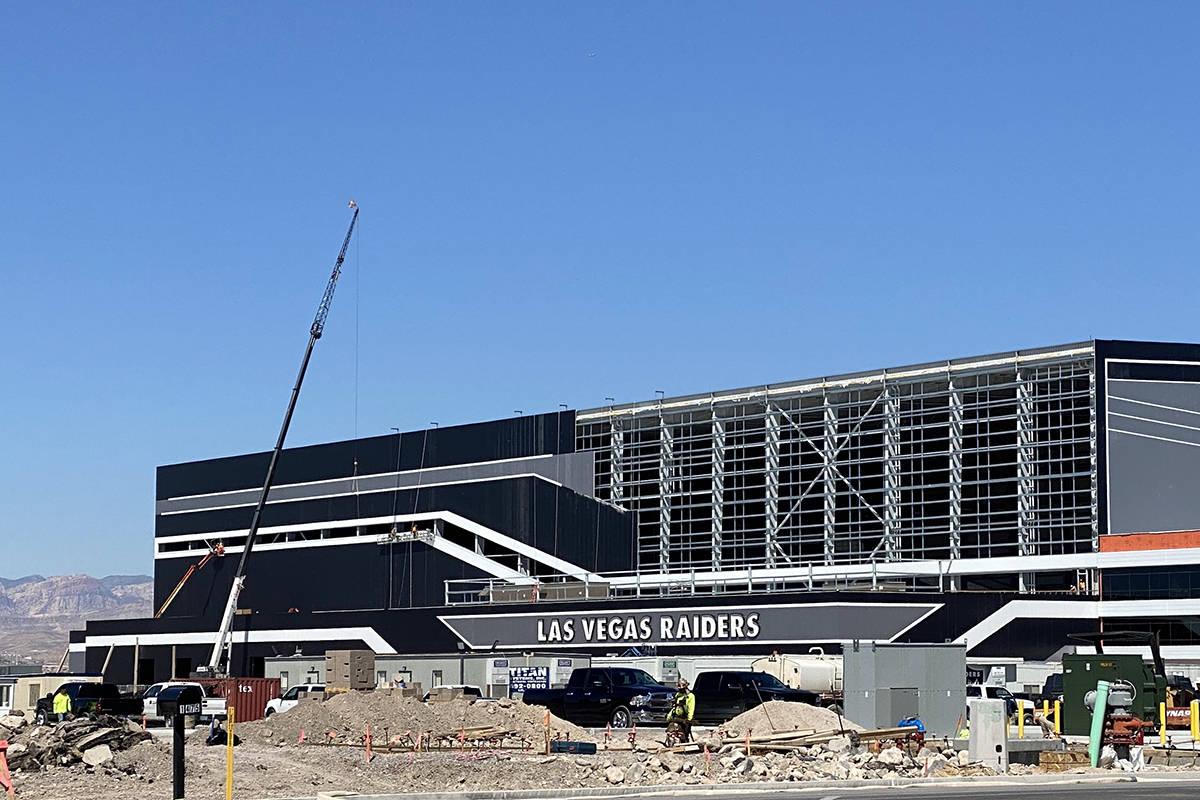 El trabajo continúa el lunes, 30 de marzo de 2020 en las instalaciones del cuartel general de ...