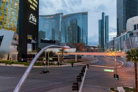 El Strip de Las Vegas está prácticamente vacío después de que el Gobernador Steve Sisolak o ...