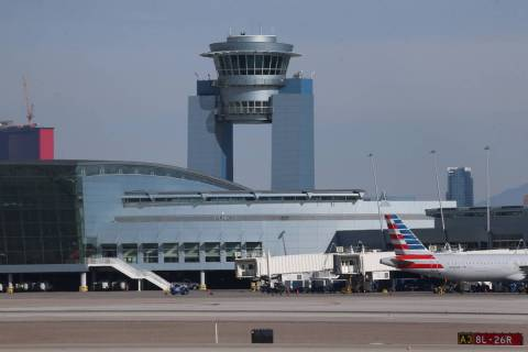 El Aeropuerto Internacional McCarran de Las Vegas jueves, 19 de marzo de 2020. (Erik Verduzco / ...