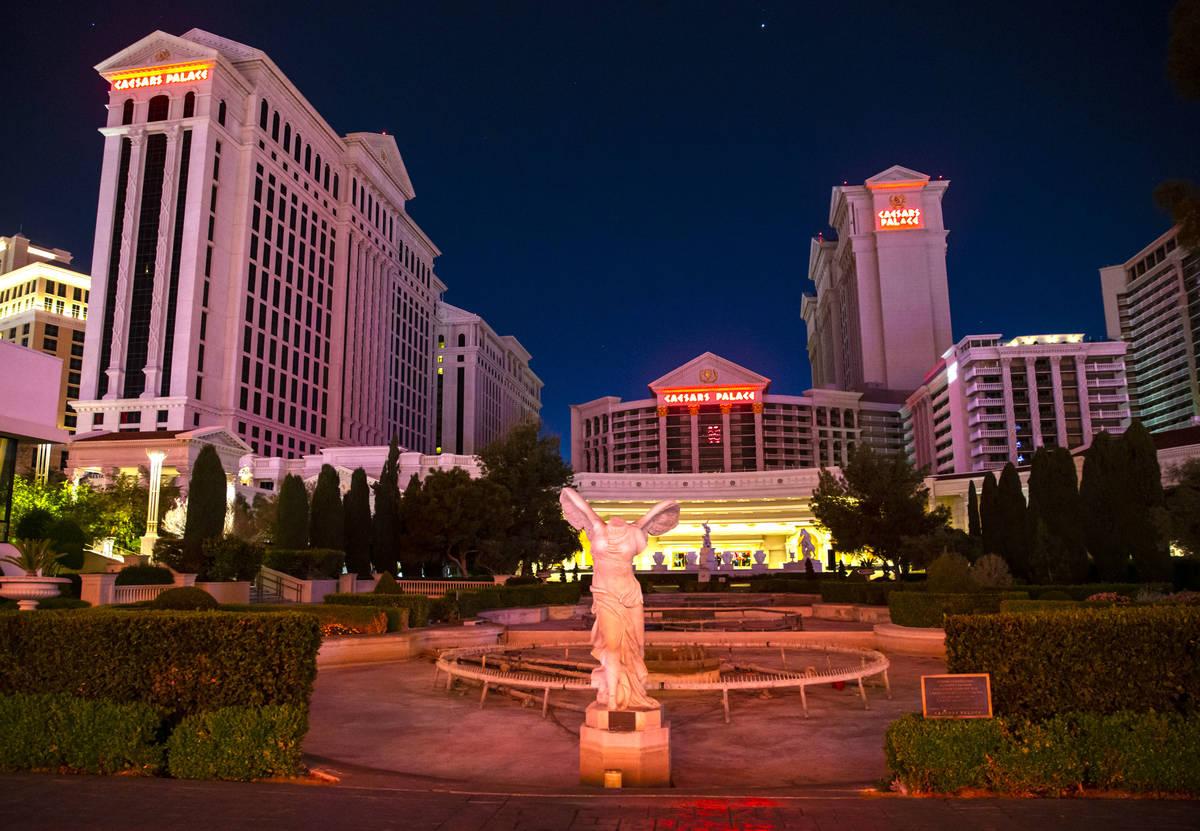 Una vista del Caesars Palace en Las Vegas el jueves, 2 de abril de 2020. Caesars Entertainment ...