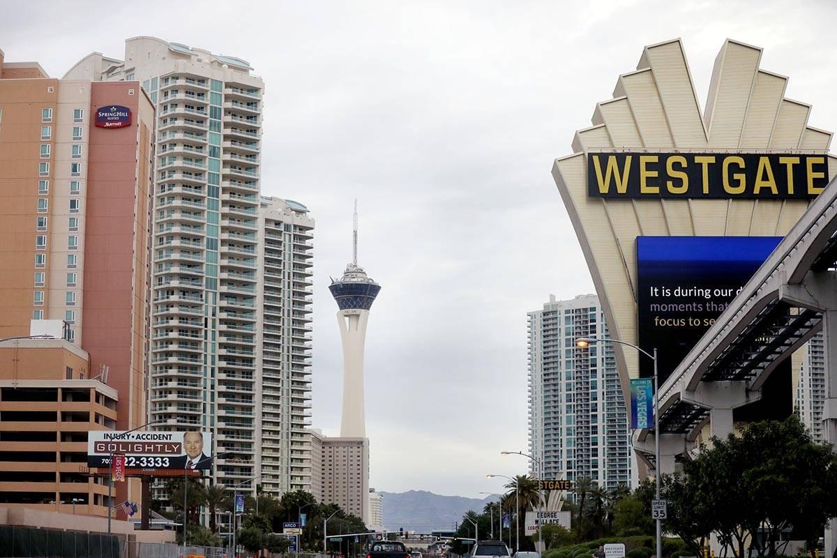 Las nubes cubren el valle de Las Vegas en la mañana del lunes, 6 de abril de 2020. (Elizabeth ...