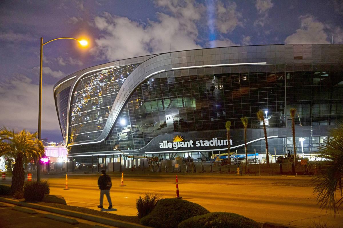Continúan los trabajos en el Estadio Allegiant tras la noticia de que un segundo trabajador ha ...