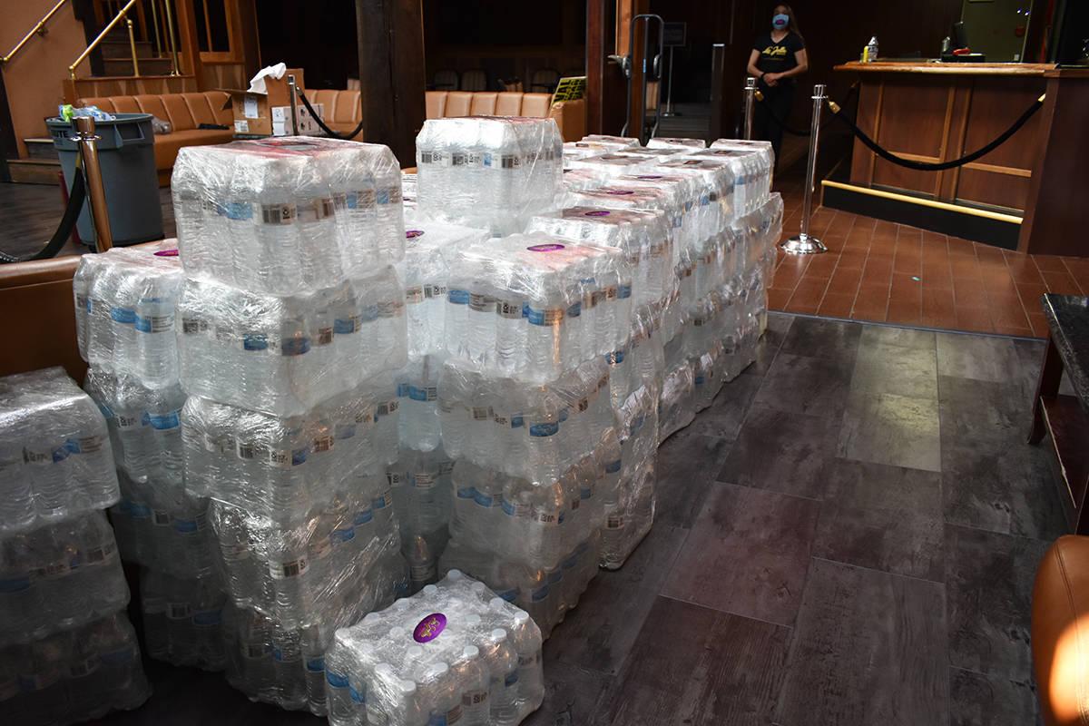 Los paquetes de botellas de agua se entregaron sin la necesidad de que los receptores se bajara ...