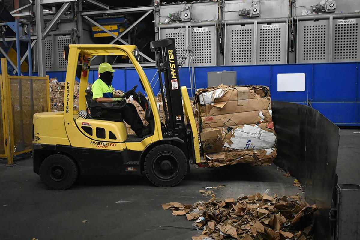 Fotografía de archivo del centro de reciclaje de Republic Services en Las Vegas. Viernes 19 de ...