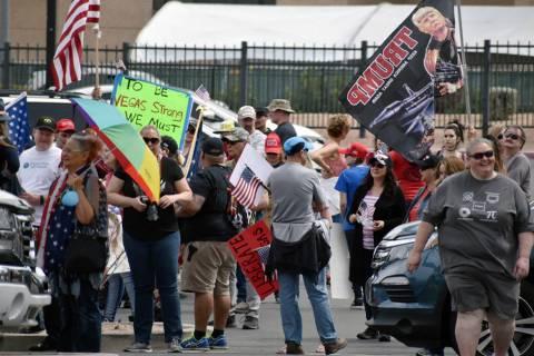 """Miembros y simpatizantes de """"Reabrir Nevada"""" externaron que estaban protestando contra el g ..."""