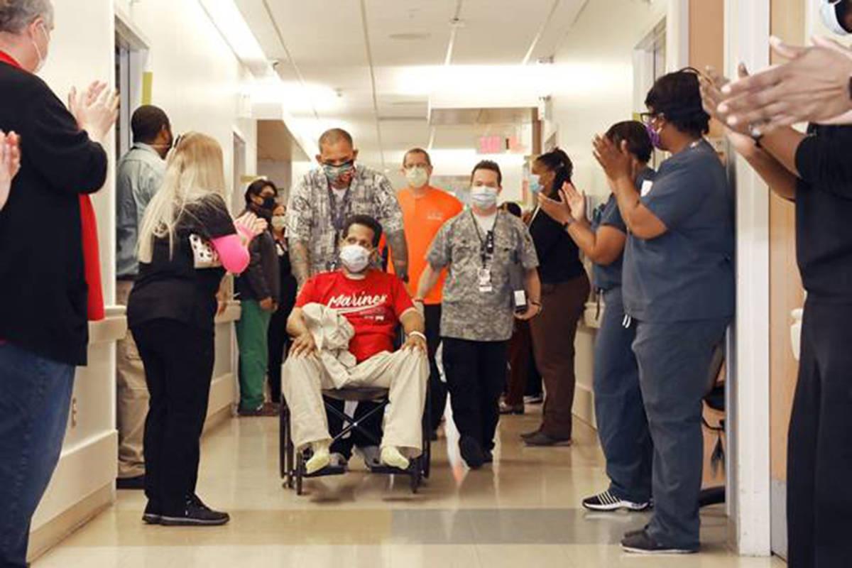Ronald Pipkins, el primer paciente de Nevada que dio positivo al COVID-19, deja el Centro Médi ...
