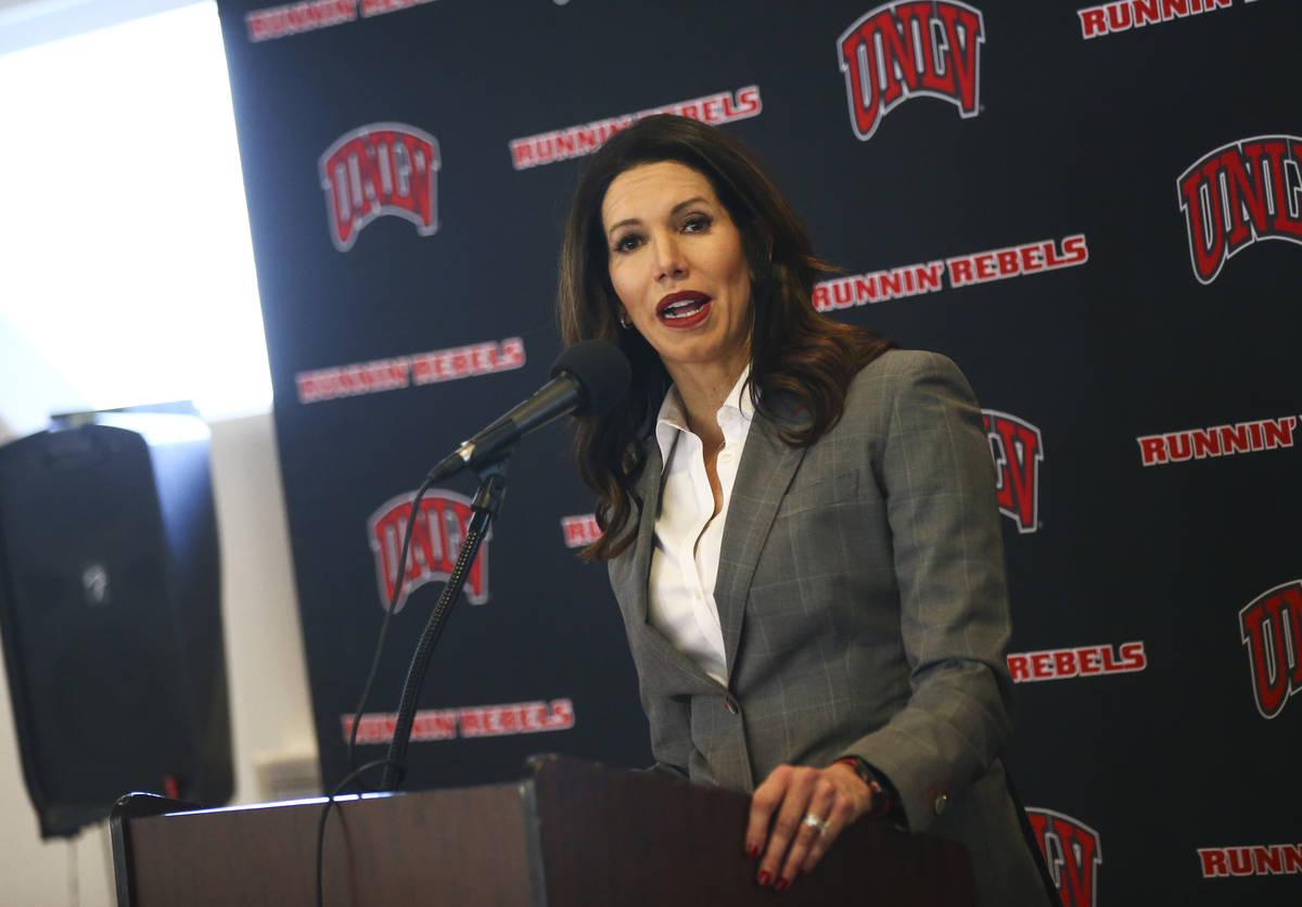 La directora atlética de la UNLV, Desiree Reed-Francois, habla sobre la búsqueda de un nuevo ...