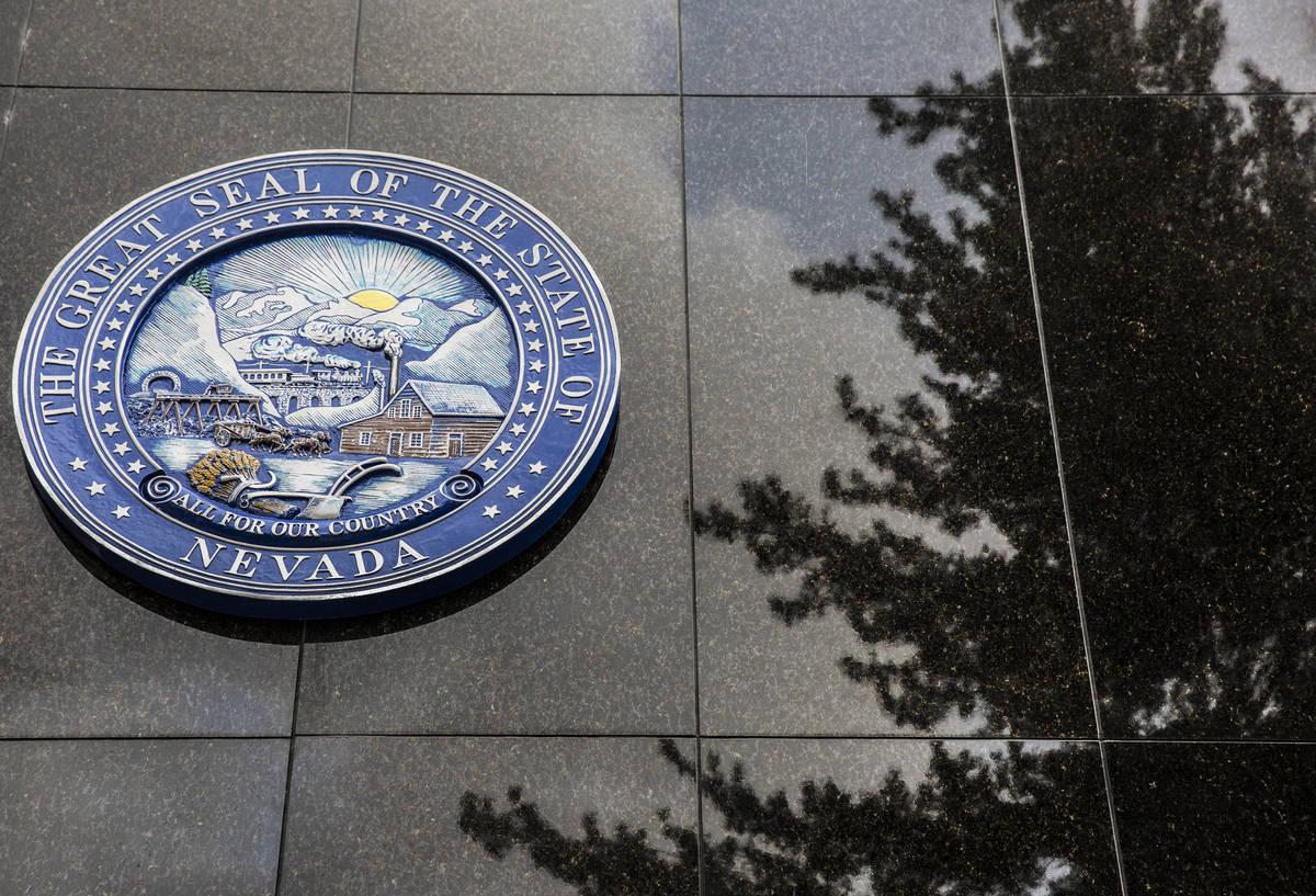 El Sello del Estado de Nevada en el lado norte del Edificio Legislativo el jueves, 9 de febrero ...